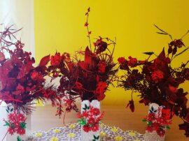 Vaso con Fiori naturale colori con spray rosso
